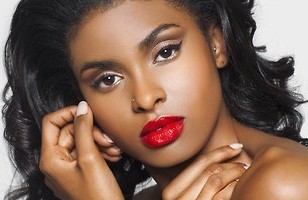 How To Apply Long Lasting Bold Lipstick (Video).