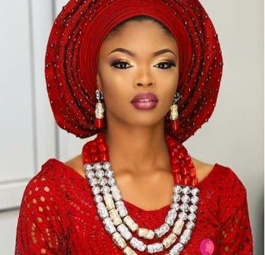 How To Perfectly Match Your Gele With Your Necklace.