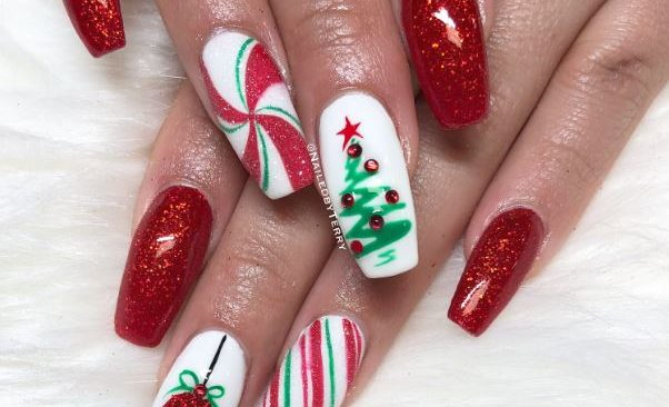 10 Christmas Nail Designs You Need to Try!