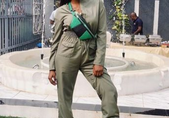 Simi Looks Sweet in Khaki Overalls.